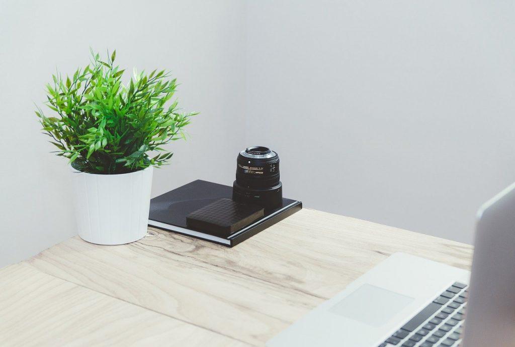 table, bureau, ordinateur portable